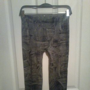 Black Stretchy Jean Print Leggings in Size Small